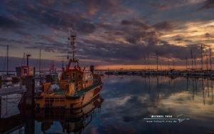 Lotsenboot im Sonnenuntergang-Outdoor-Fotografie